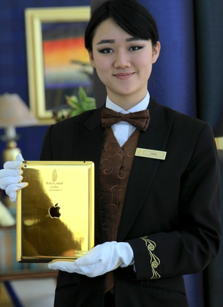 7-Star Burj Al Arab Hotel in Dubai Now Offers 24k Gold iPads for Guests