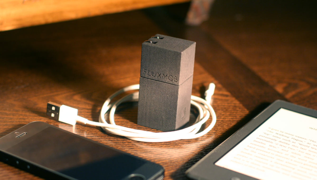 Bolt Usb Backup Battery With Built In Wall Charger Kickstarter
