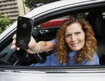 Woman Recovers Stolen iPhone Alone as Toronto Police Fail to Help