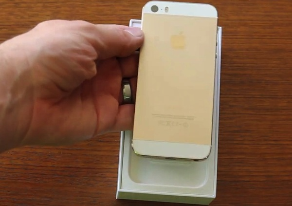 gold iphone 5s unboxing.jpg
