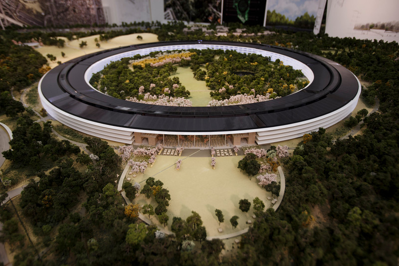 An overview of a rendering of Apple's proposed new campus.