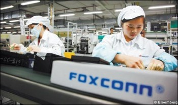 Foxconn workers 350x207