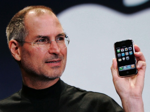 Steve jobs holding iphone 640x480