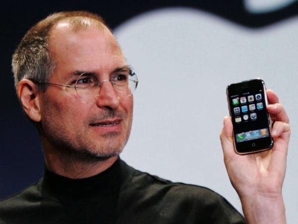 Steve jobs holding iphone 640x480