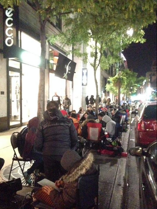 iPhone line in Montreal