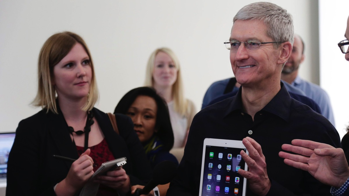 tim-cook-ipad.jpg