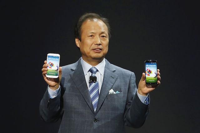 Samsung CEO JK Shin holding Galaxy S4