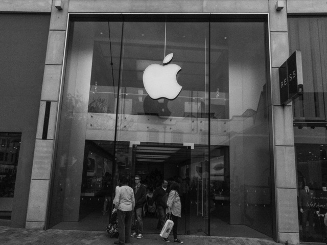 Apple store in britsol