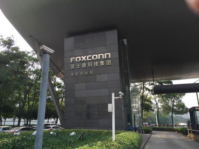 Foxconn entrance e1427140797636