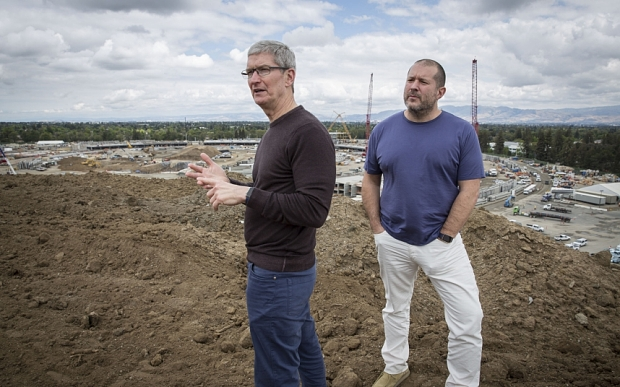 Fea0062665    Apple executives Tim Cook and Jonathan Ive.