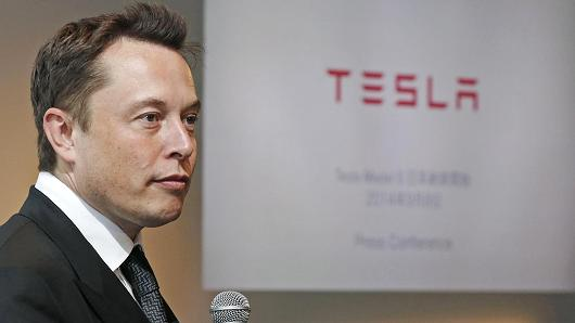 "Elon Musk: Apple is the ""Tesla Graveyard"" for Failed Engineers"