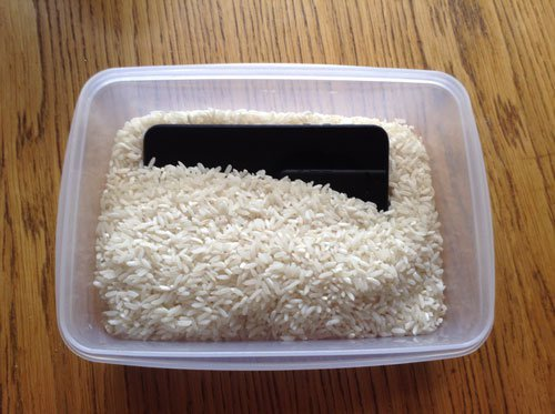 Water Soaked iPhone in Rice
