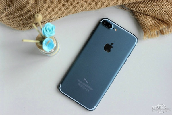 Blue iphone 7 plus screen turned on 7