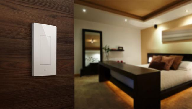 elegato-light-switch-siri