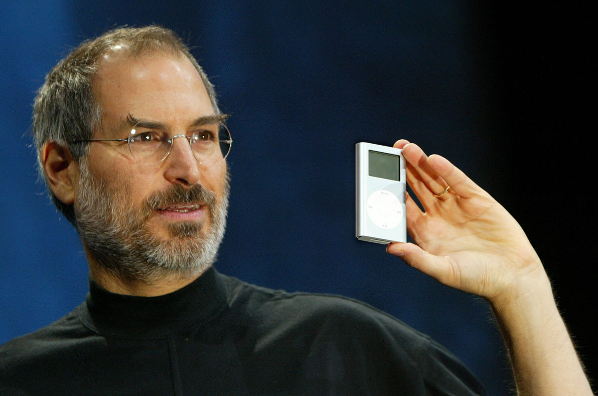 SAN FRANCISCO - JANUARY 6: Apple CEO Steve Jobs holds a new mini iPod at Macworld January 6, 2004 in San Francisco. Jobs announced several new products including the new iLife 4 software and the Mini iPod. (Photo by Justin Sullivan/Getty Images) *** Local Caption *** Steve Jobs COMPUTERS 284597
