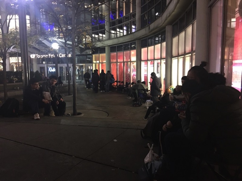 Toronto eaton centre apple store iphone x