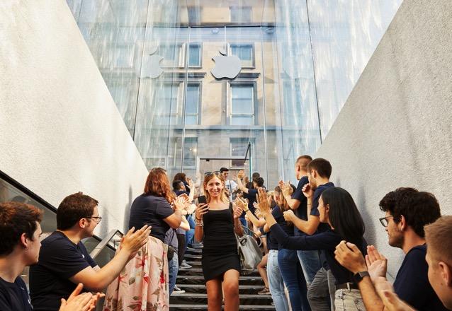 Apple milan piazza liberty glass fountain staircase 07262018 big jpg large 2x