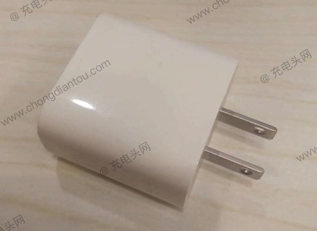 Apple 18w charger side 800x583