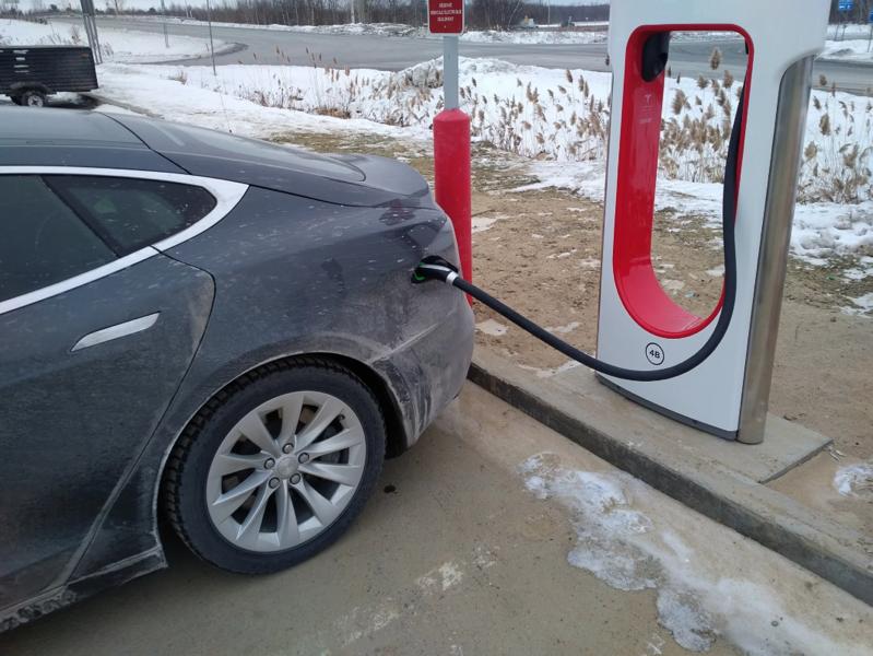 Tesla super charger saint leonard d aston