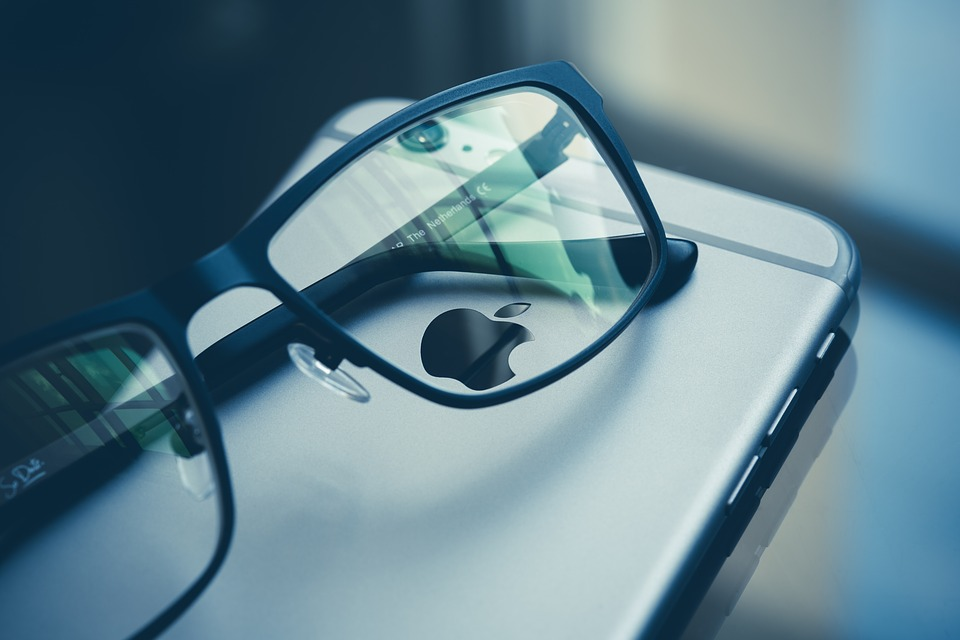 Apple Aims for 2020 Release of AR Headset, 5G iPhone, ARM-Based Mac: Bloomberg