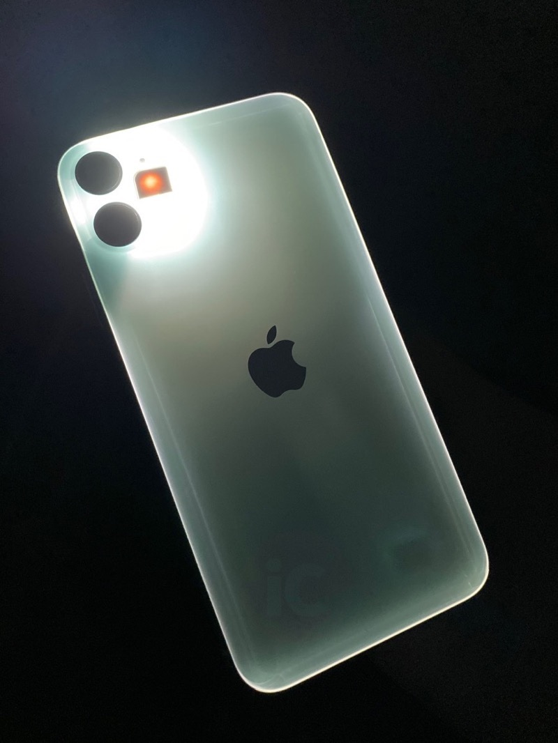 Iphone 11 glows