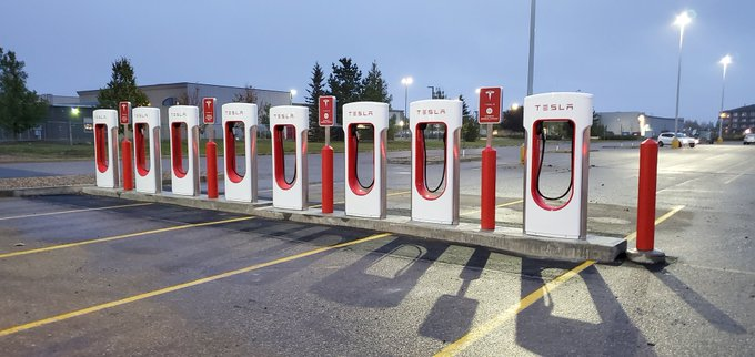 Regina tesla supercharger