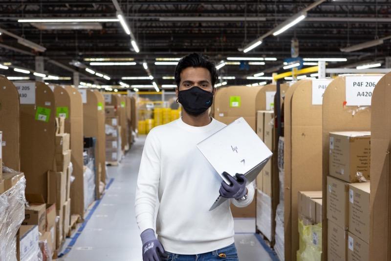 Amazon Canada Amazon hiring more than 15 000 1